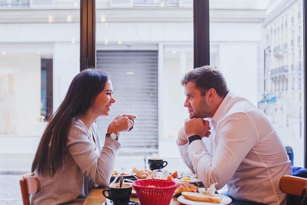 Erste persönliche begegnung online-dating für den menschen